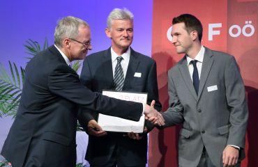 Innovationspreis Land Oberösterreich mit Projekt LIFTKAR PTR Treppenraupe (Foto Schauer)