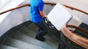 LIFTKAR SAL Treppensteiger mit Waschmaschine auf  Wendeltreppe